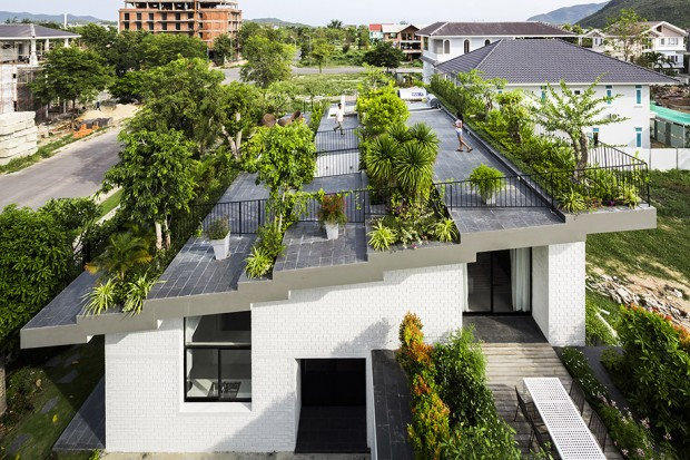 Green-roof-house-in-Vietnam-02