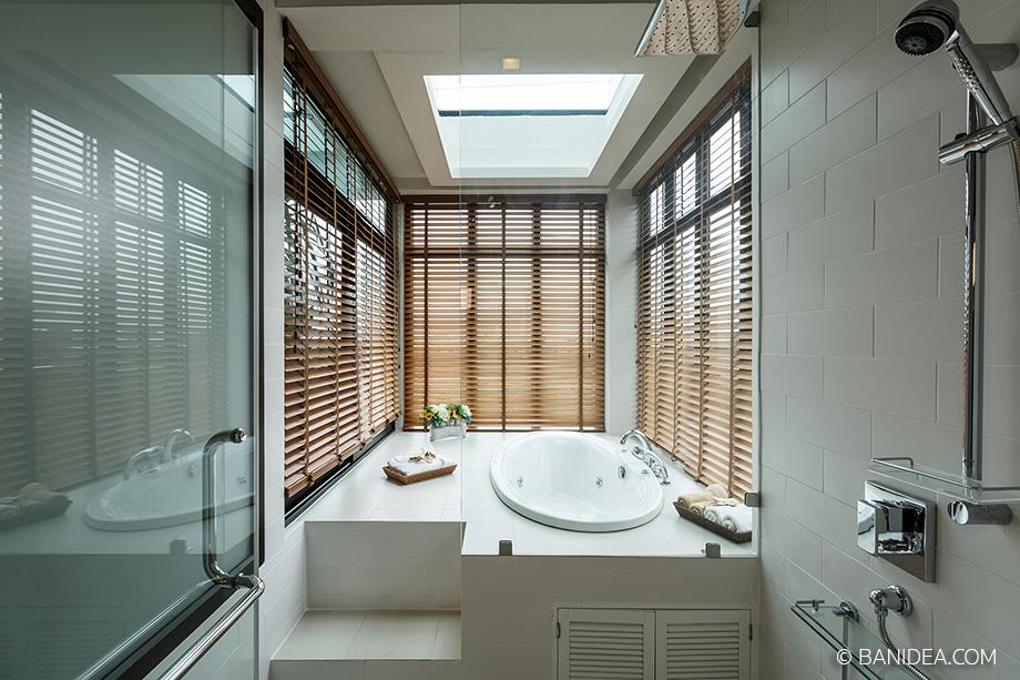 อ่างอาบน้ำแบบยกพื้น