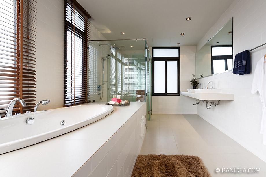 ห้องน้ำขนาดใหญ่ อ่างอาบน้ำแบบฝัง