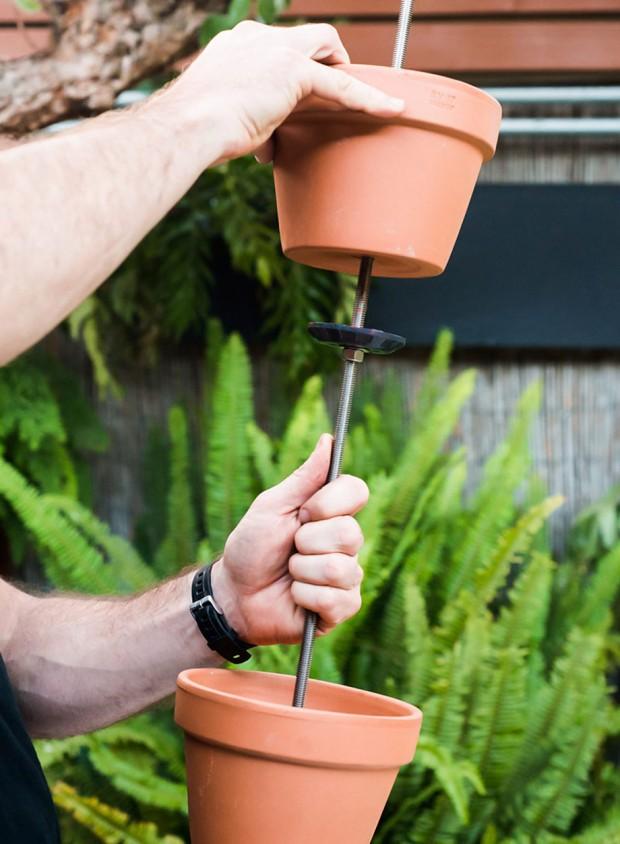 Hanging-Vertical-Clay-Pots-09