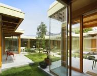 ผนังกระจกเชื่อมตัวบ้านกับสวน