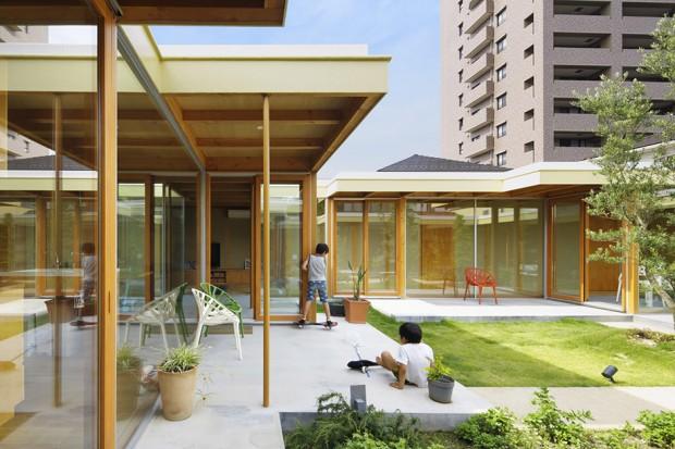 พื้นที่บ้านและสวนกลางบ้าน