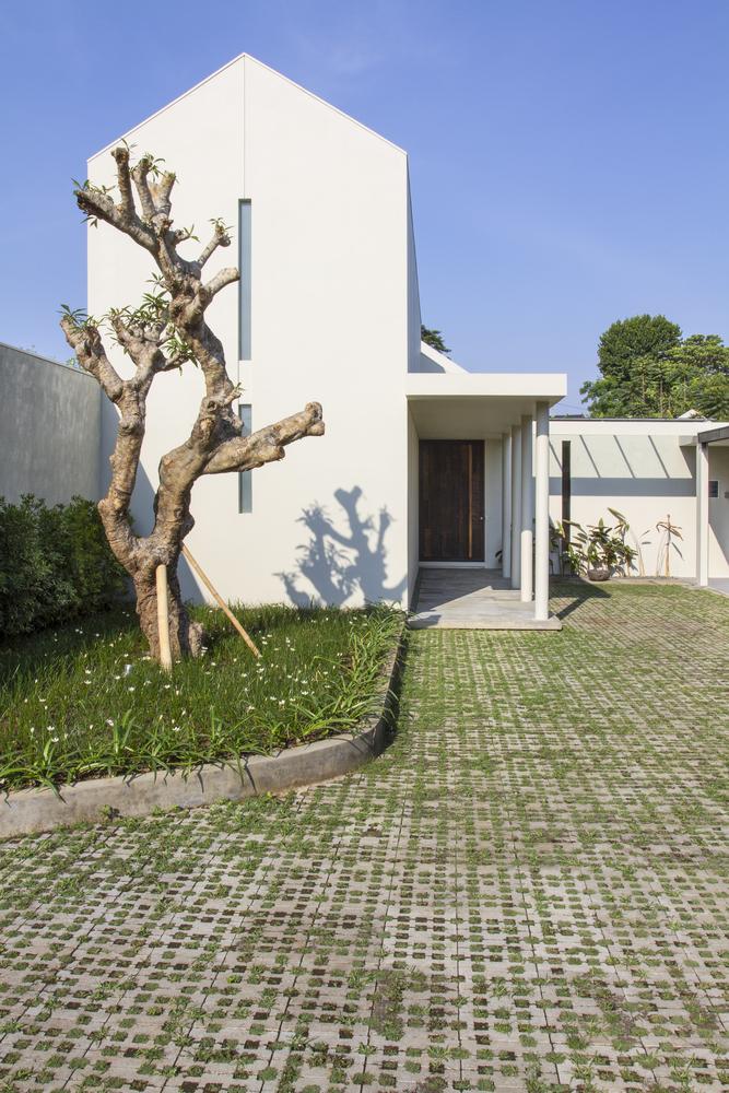 ปูพื้นทางเดินด้วยบล็อกปูหญ้า