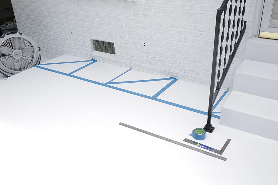 ตีช่องสี่เหลี่ยมมีเส้นเส้นทะแยงด้วยเทปกาว