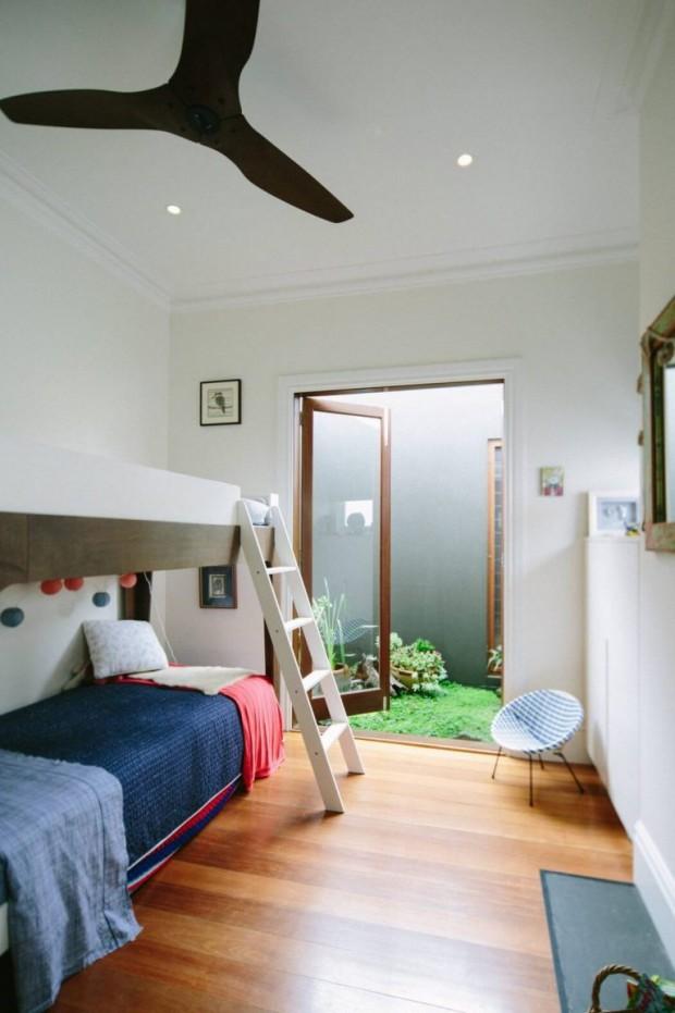 ห้องนอนมีส่วนเล็ก ๆ ด้านหลัง