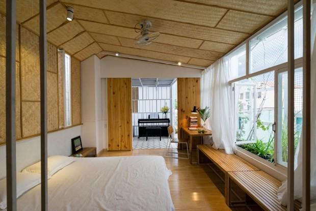 ห้องนอนบุฝ้าเพดานทำจากไม้ไผ่สาน