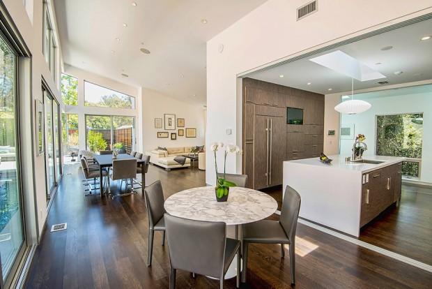 ห้องนั่งเล่นและห้องครัว