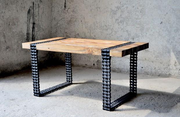 โต๊ะกาแฟเท่ ๆ ขาโต๊ะทำจากโซ่เก่าๆ
