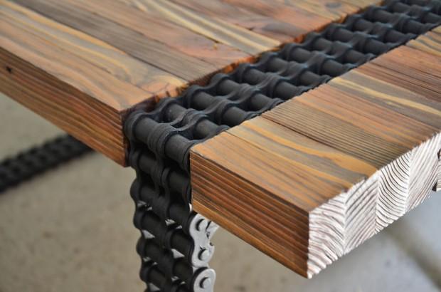 ชิ้นงานโต๊ะกาแฟทำจากไม้และโซ่เก่า