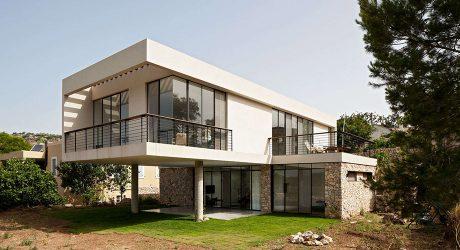 บ้านโมเดิร์นผสมผสานกระจกกับหิน