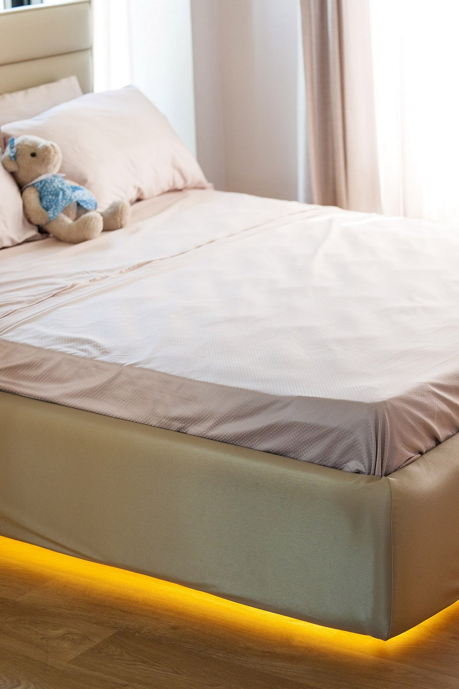 ไฟใต้เตียง