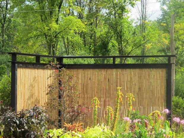 รั้วบ้านทำจากไม้ไผ่