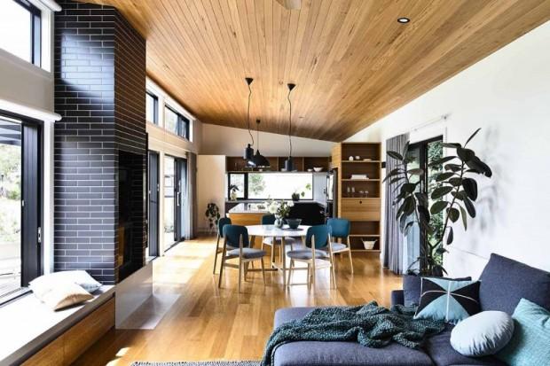 พื้นบ้านและเพดานปูด้วยไม้