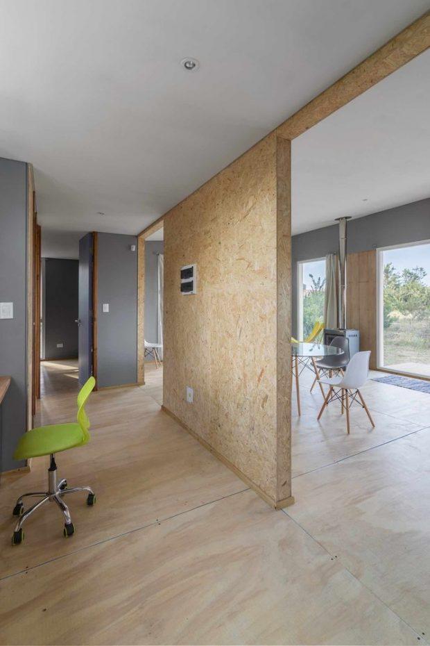 ผนังบ้านทำจากไม้อัด
