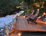 มุมนั่งซึมซับบรรยากาศดีๆ ริมน้ำ