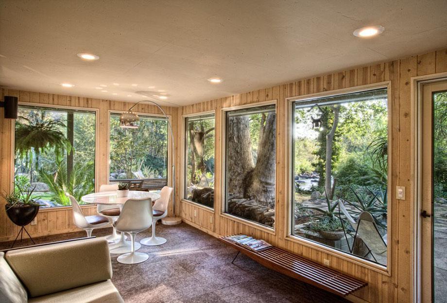 ผนังกระจกดึงบรรยากาศธรรมชาติเข้ามาในบ้าน