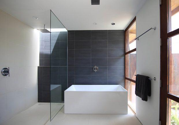 ห้องอาบน้ำทูโทนขาว-ดำ