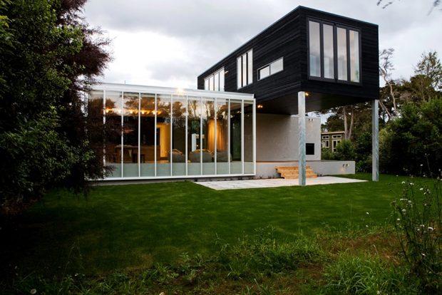 บ้านโมเดิร์นขาว-ดำผนังกระจก
