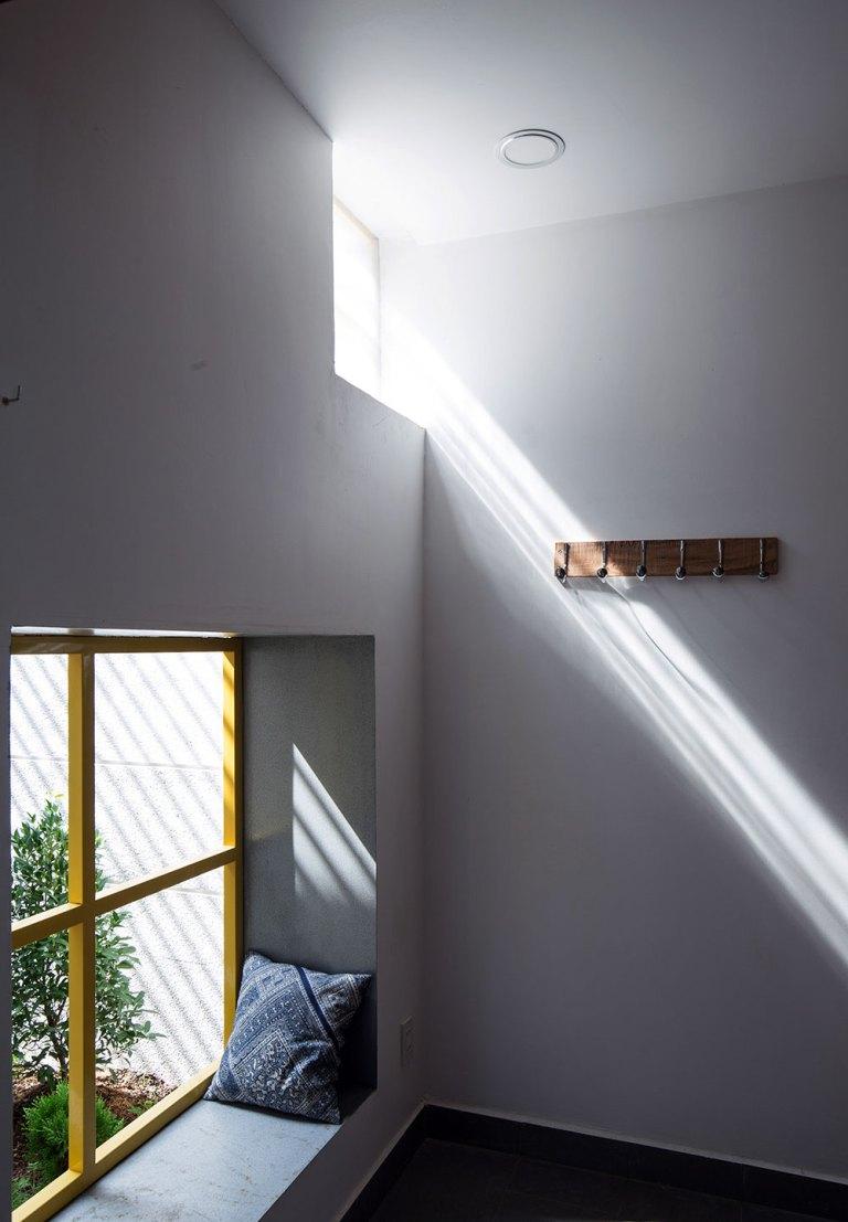 เบย์วินโดว์มีช่องแสงส่องจากด้านหน้า