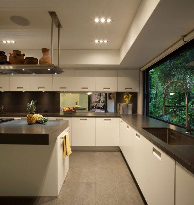 ห้องครัวเจาะช่องแสงเห็นวิวสวน