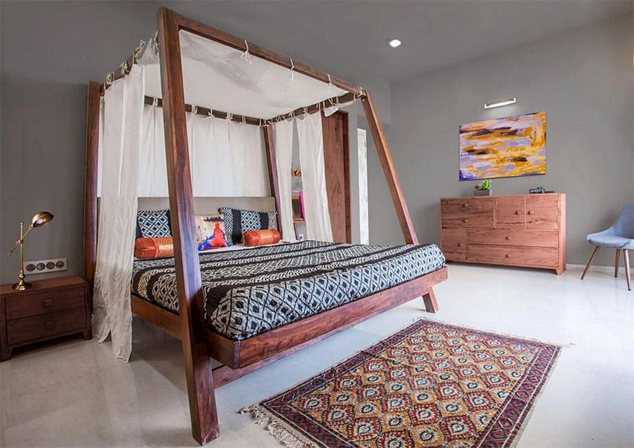 เตียงนอนไม้สี่เสาปูผ้าลายพื้นเมืองอินเดีย