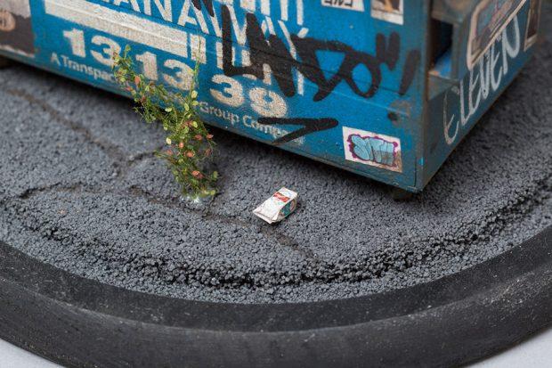 โมเดลกล่องนมและพื้นถนนราดยาง