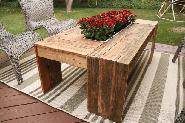 โต๊ะกลางมีช่องตรงกลางปลูกต้นไม้ได้