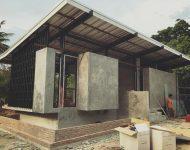 ก่อสร้างตัวบ้านและสระน้ำ