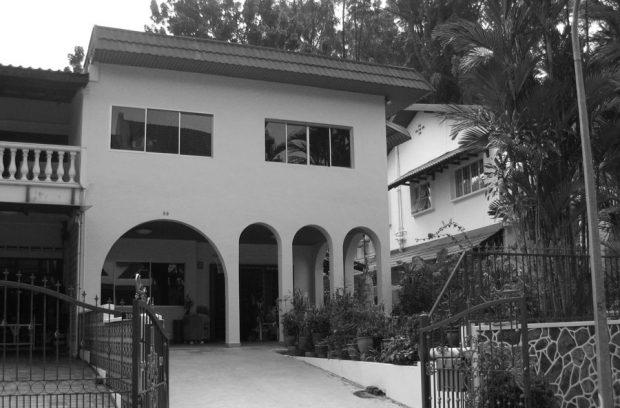 บ้านสองชั้นเดิมก่อนรีโนเวท