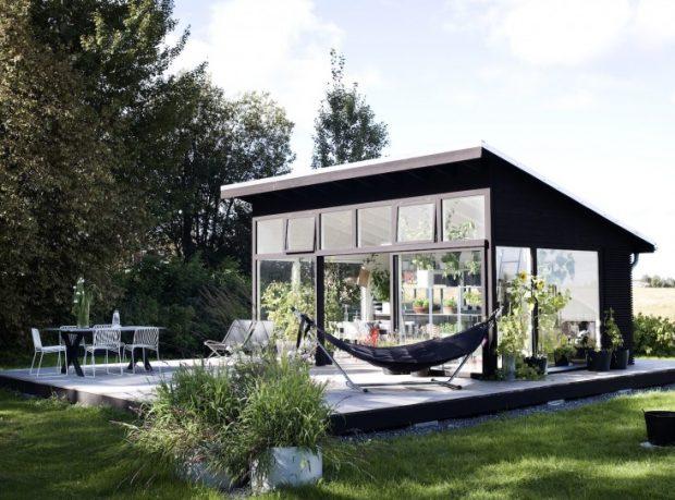 ห้องนั่งเล่นกลางสวน
