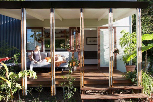 บ้านเล็ก ๆ มีชานนั่งสบายหน้าบ้าน