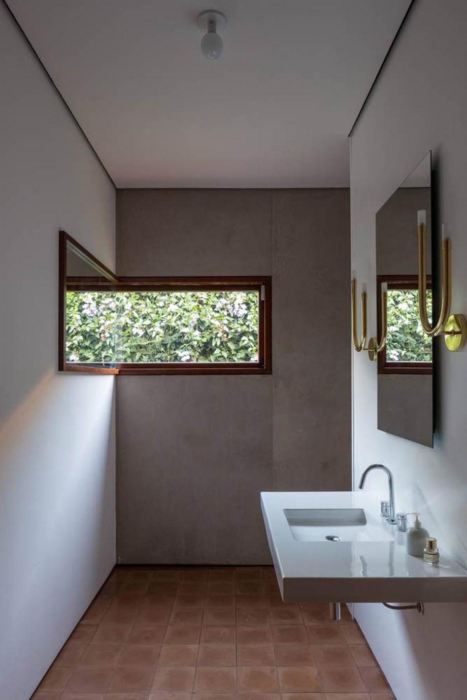 ห้องน้ำเรียบง่ายด้วยไม้และคอนกรีต