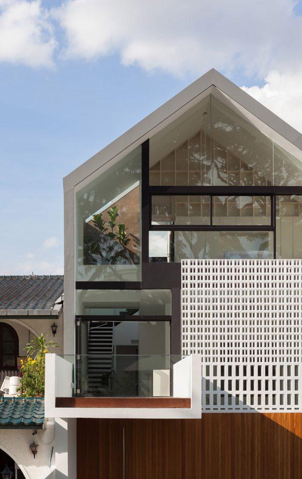 บ้านผนังกระจกโทนสีขาว-ดำ