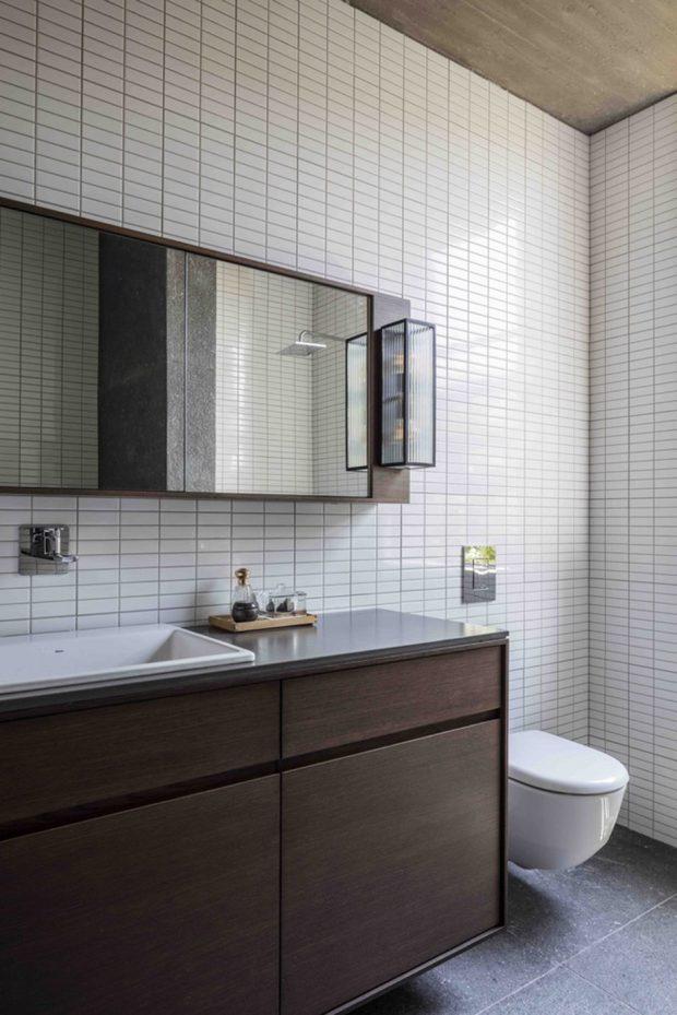 ตกแต่งห้องน้ำด้วยกระเบื้องสีขาว