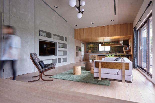 ห้องนั่งเล่นอยู่บริเวณเดียวกับครัว