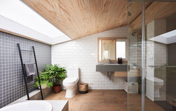 ห้องน้ำตกแต่งด้วยไม้ อิฐโชว์แนว เจาะ skylight