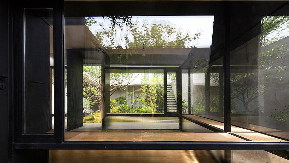 ห้องดื่มน้ำชาเชื่อมต่อกับสวน