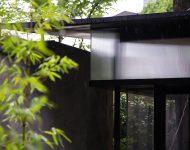 วัสดุโปร่งใสช่วยกรองแสงที่จะเข้าสู่ตัวบ้าน