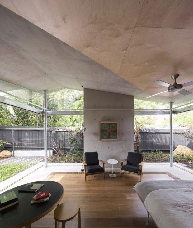 บ้านคอนกรีตผนังกระจกปูพื้นไม้