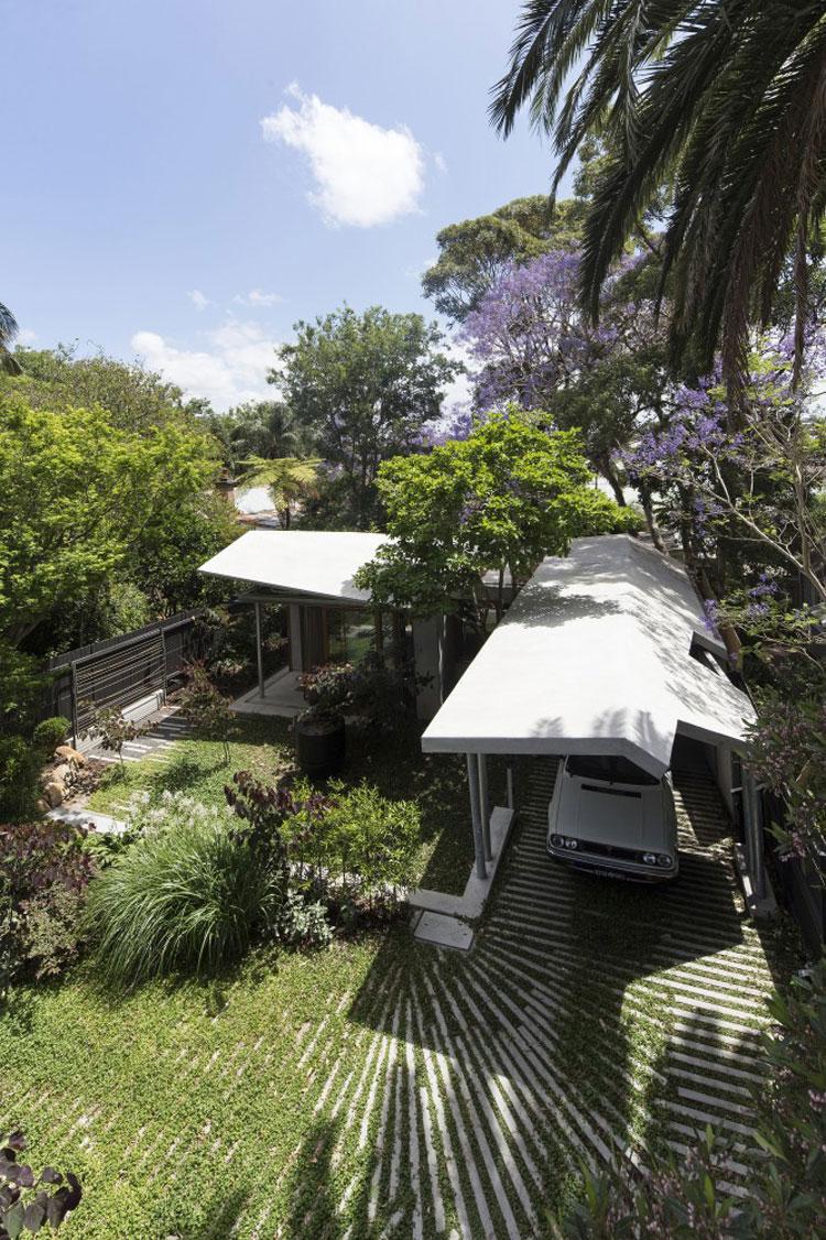 บ้านรูปตัว L ล้อมด้วยสวน