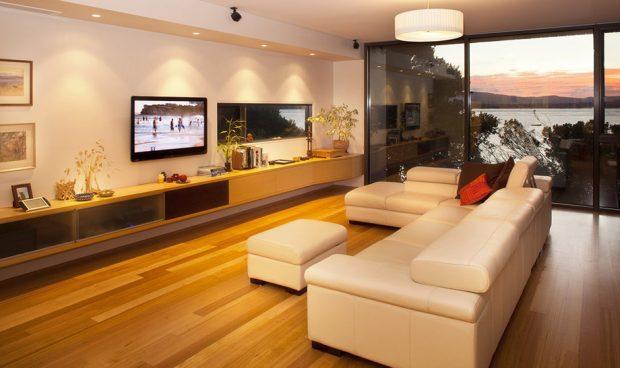 ห้องนั่งเล่นขนาดใหญ่ในบ้าน