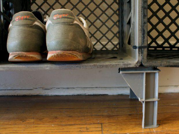 ชั้นวางรองเท้าทำจากลังพลาสติก