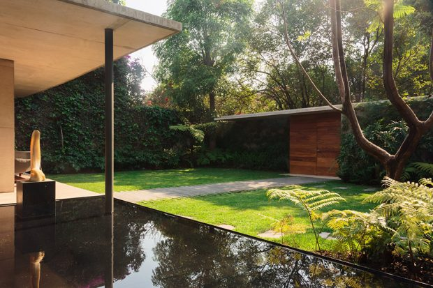 บ้านโมเดิร์นมีสระน้ำหน้าบ้าน