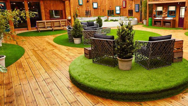 ตกแต่งห้องนั่งเล่นด้วยหญ้าเทียม