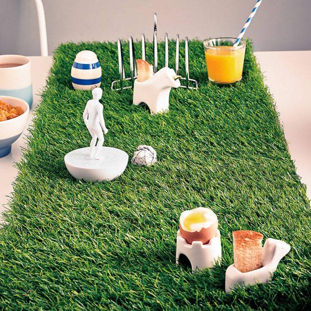 แต่งโต๊ะอาหารด้วยหญ้าเทียม