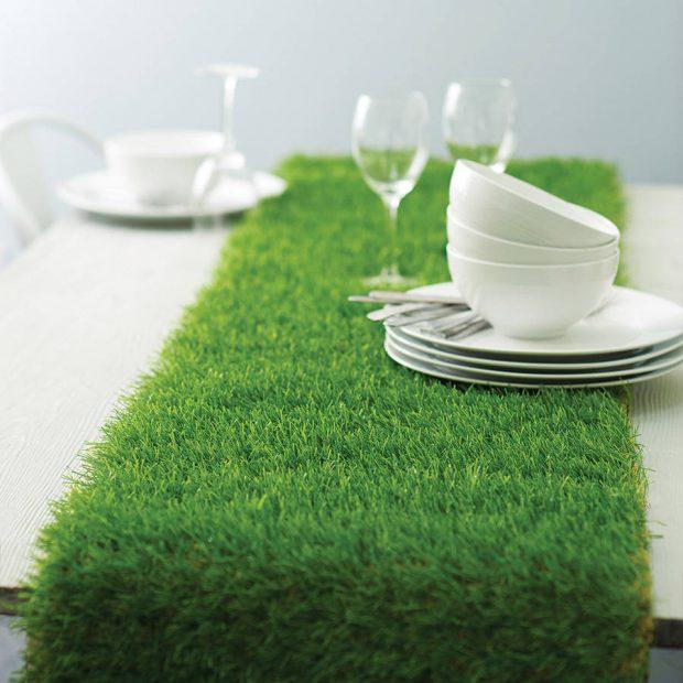 table-runner ทำจากหญ้าเทียม