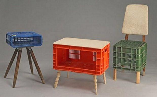 เก้าอี้และโต๊ะทำจากลังพลาสติก