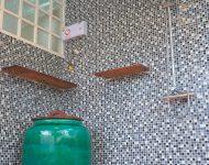 ห้องน้ำตกแต่งกระเบื้องโมเสกชิ้นเล็ก ๆ