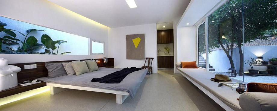ห้องนอนมีสวนเล็ก ๆ บริเวณหัวนอน