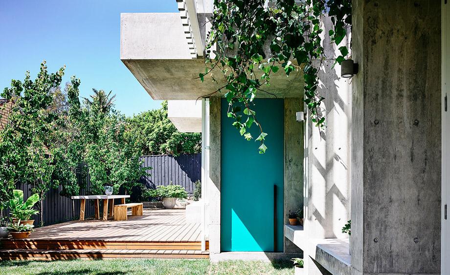 ประตูสีฟ้าอมเขียว